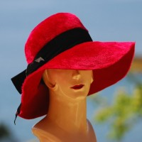 Splendid 1950's Brimmed Red Hat with black velvet bow