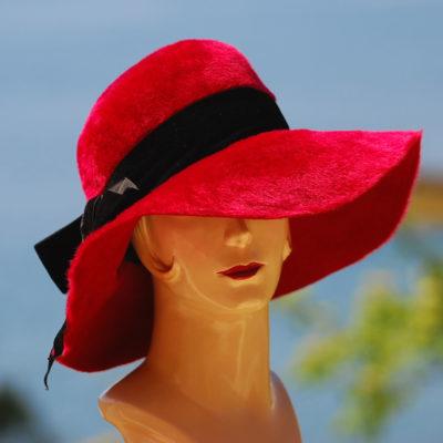 Splendid 1950's Brimmed Red Hat with black velvet bow
