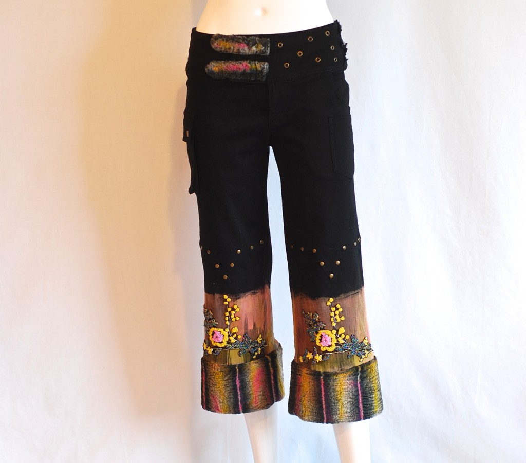 Galassia cropped trousers with faux fur and beaded flowers, made in Italy