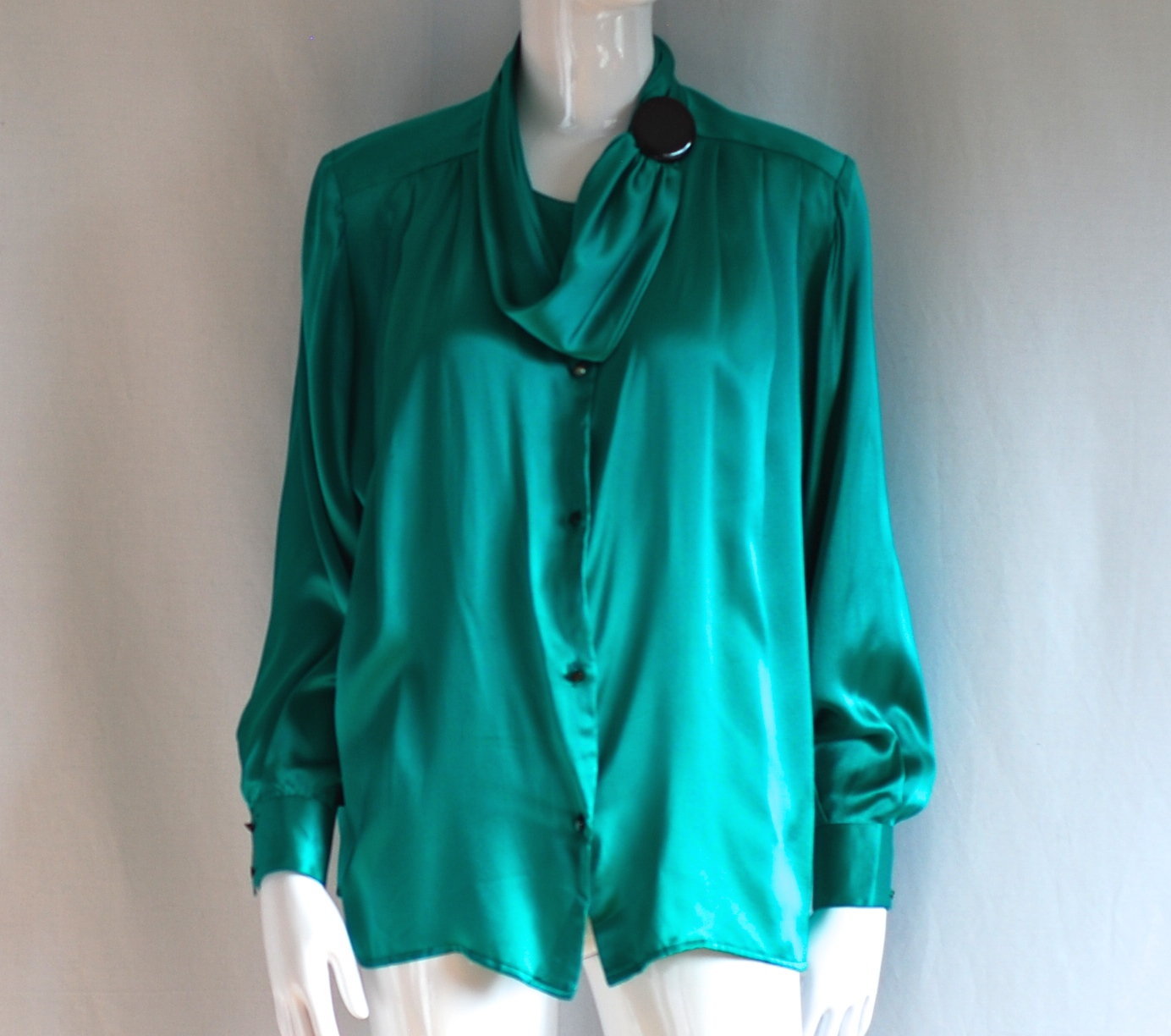 Vanessa Silk Blouse With Big Button Accent Italy Quiet West Vintage Green Long Sleeve A Black Made In