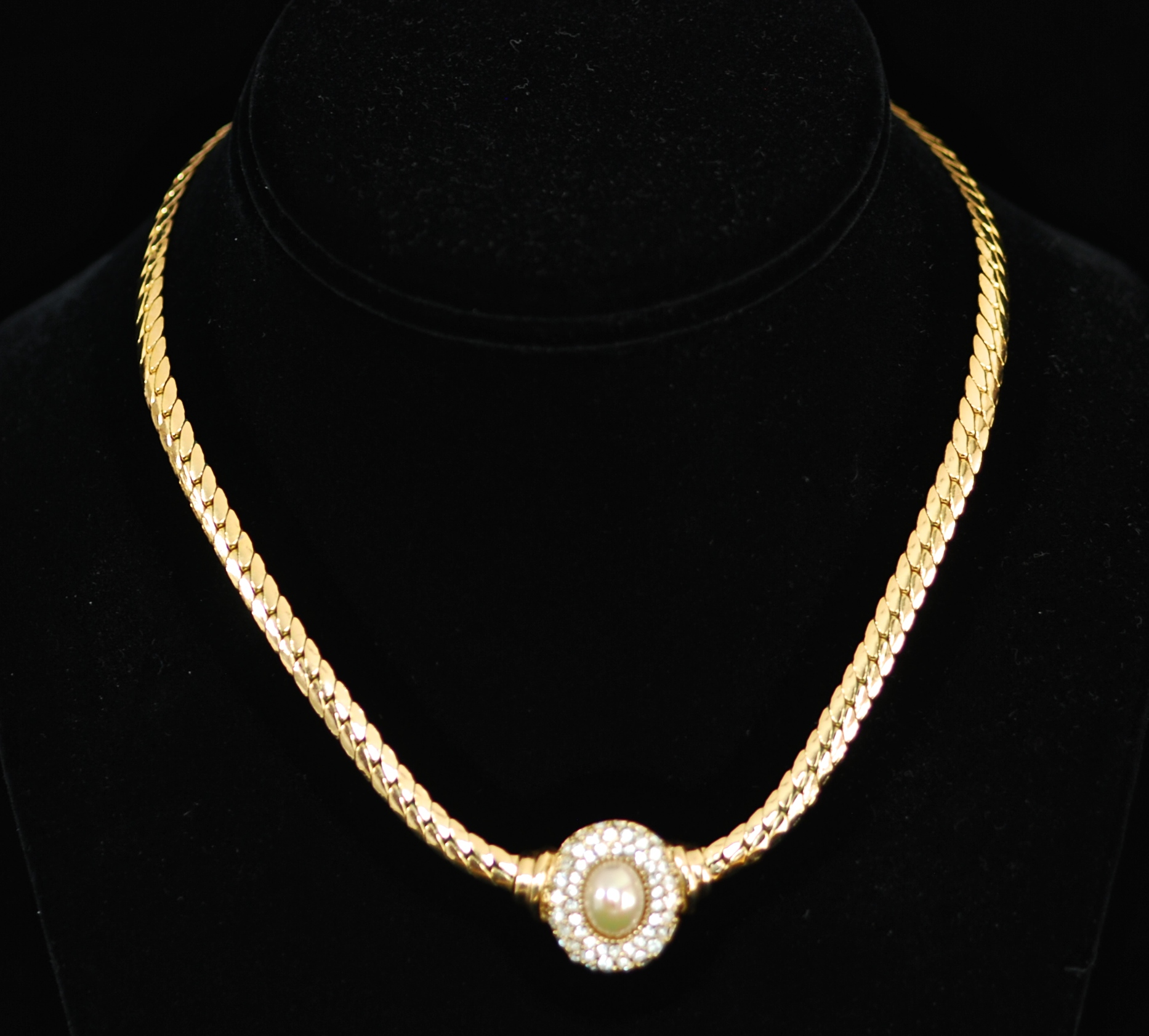 0dc6e7deb43 Christian Dior Mid Century Gold Tone Resin Pearl   Crystal Necklace ...