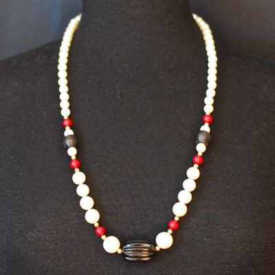 1940's Bakelite and glass bead single strand neclace