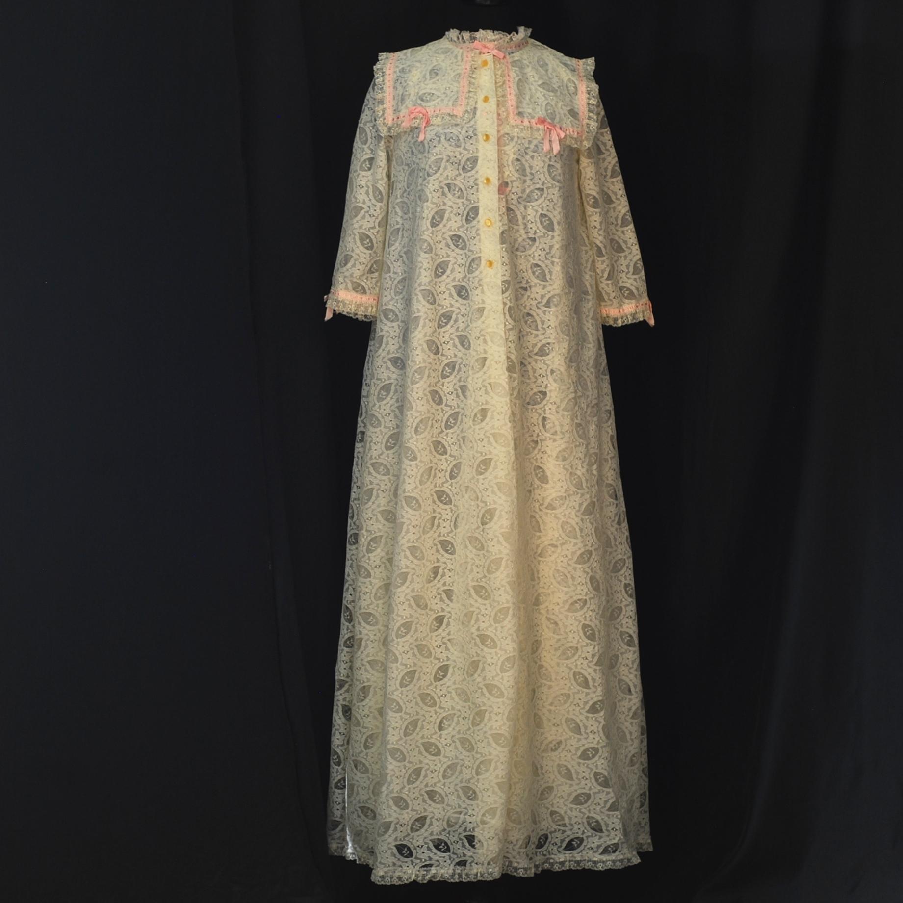 Perri-Ann 1960 s White   Pink Leaf Lace Peignoir Set – Canada ... c7e84a0d0