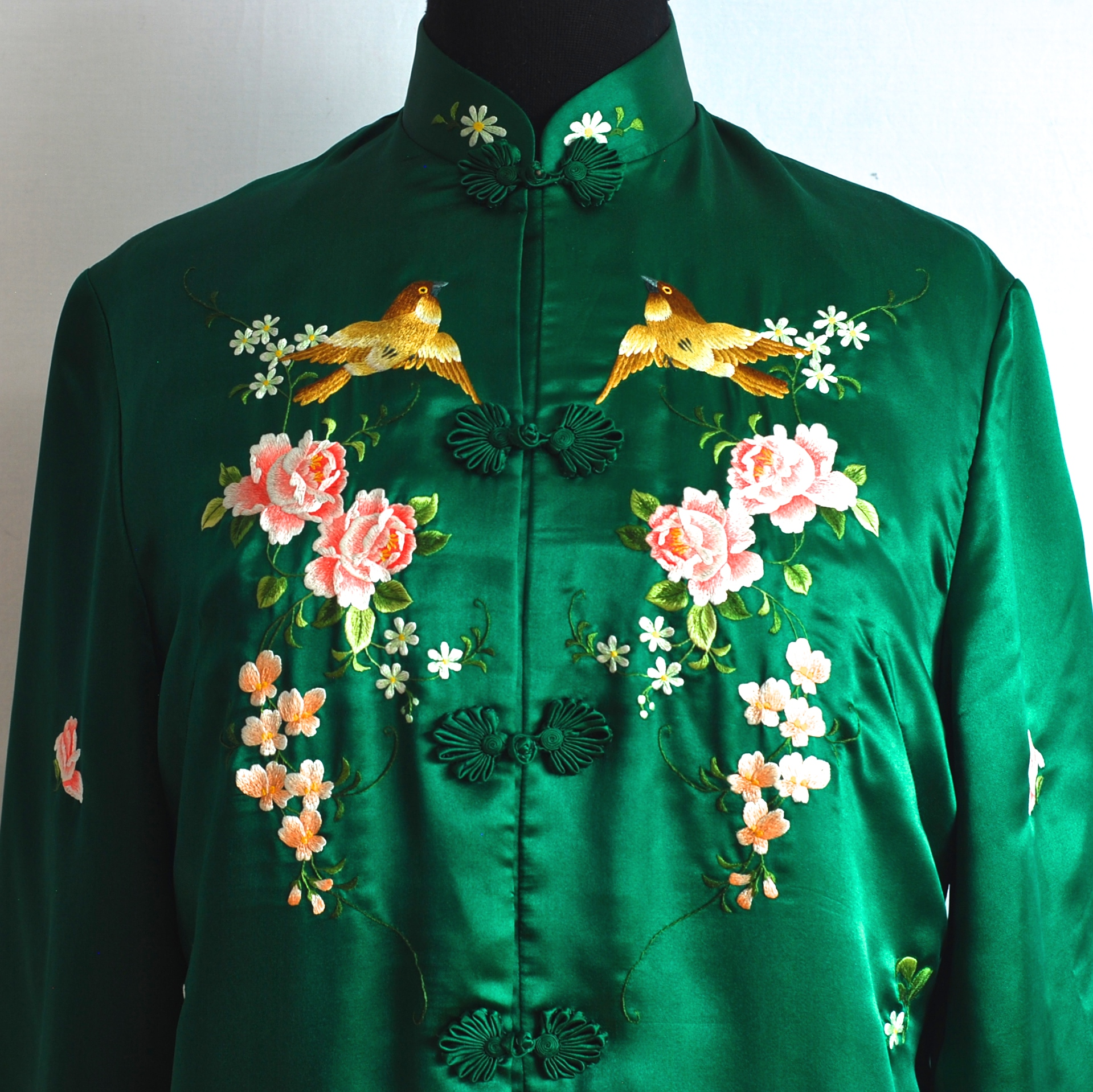 Vintage Hand Embroidered Emerald Green Chinese Silk Amp Rayon Robe Quiet West Vintage