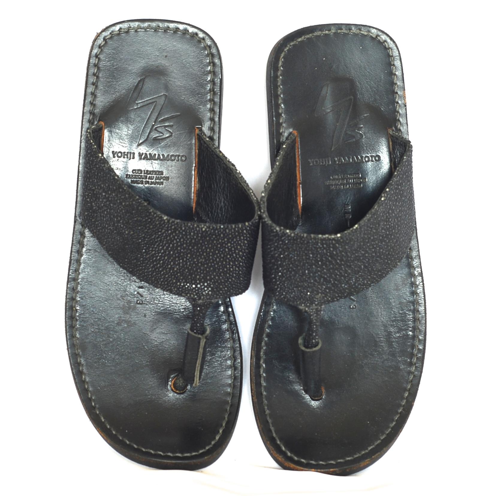 f2f8b0ebf5161 Yohji Yamamoto Black Leather Thong Sandals With A Hint Of Glitter – Japan