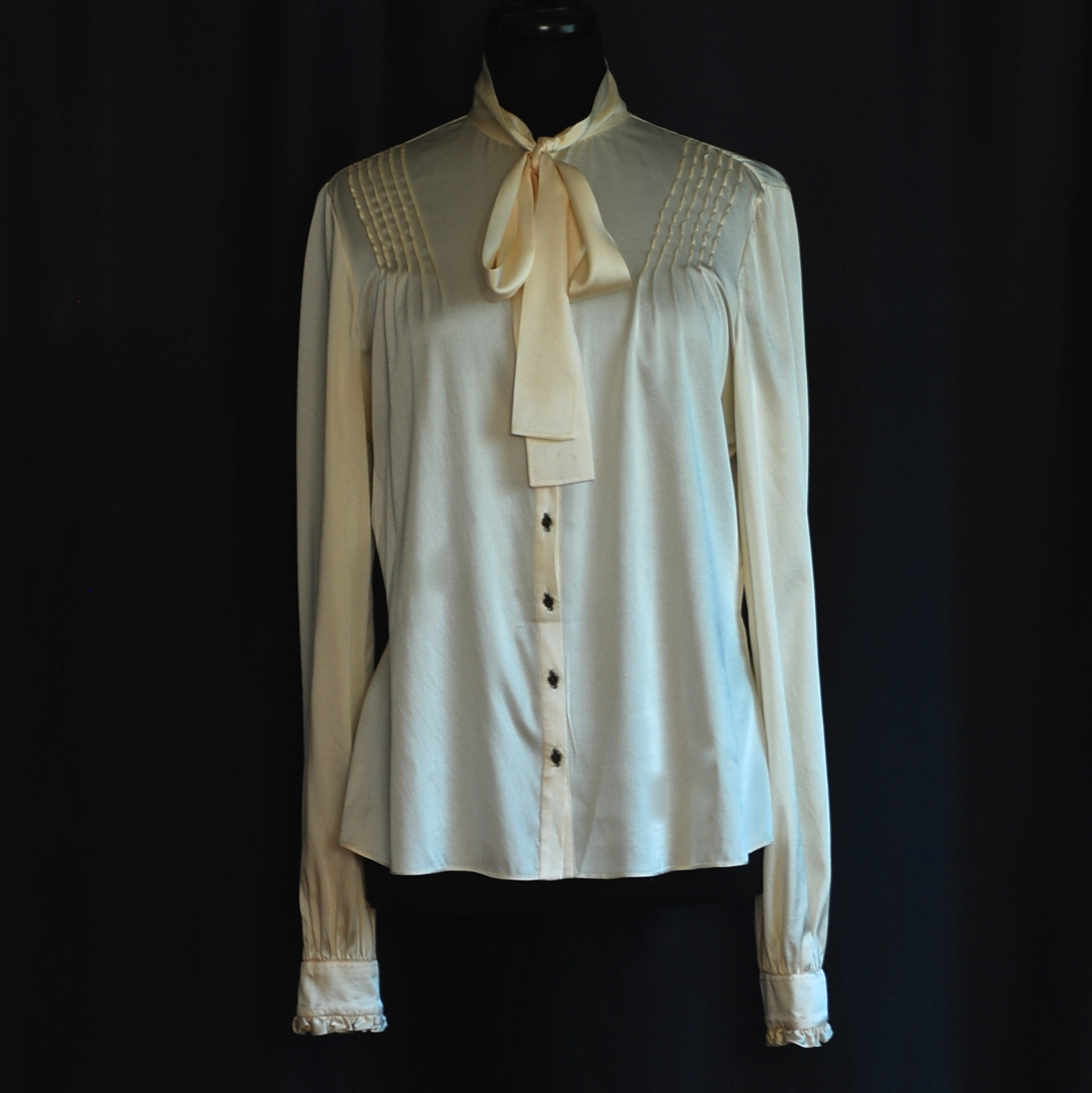 02b19218008c95 Saks Fifth Avenue Ivory Silk Pussy Bow Blouse With Stitch & Button ...